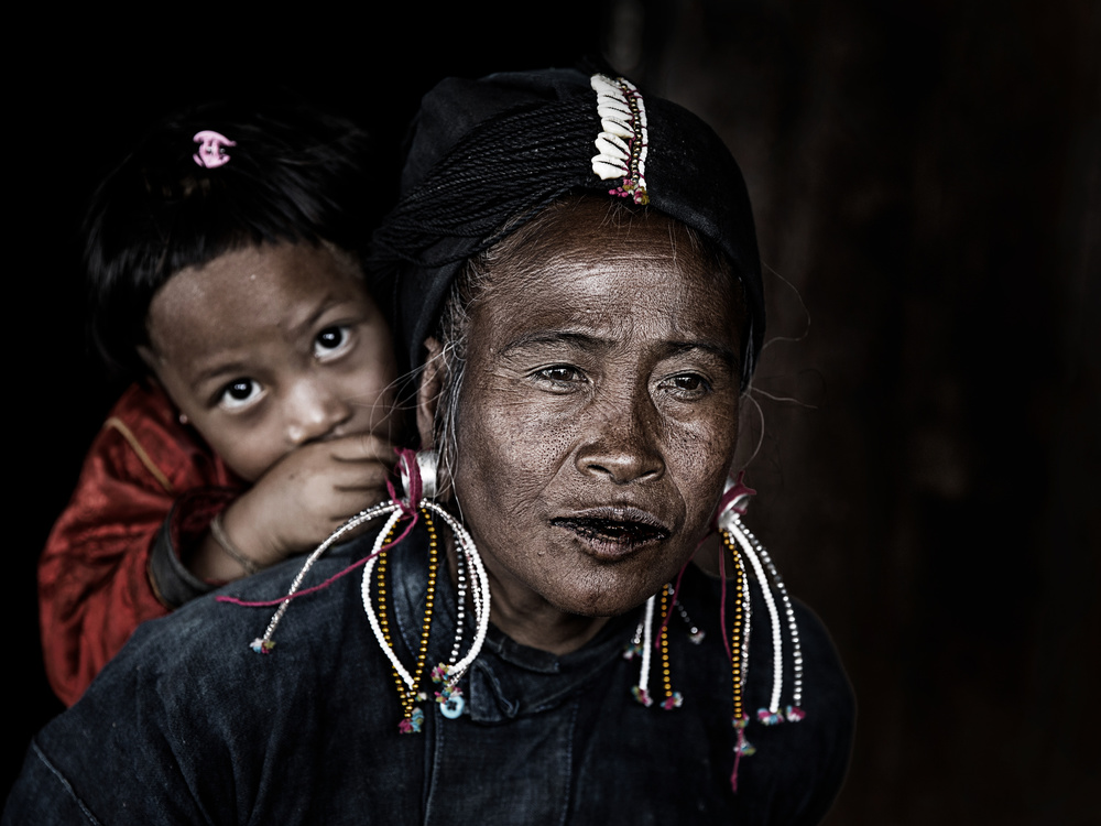 A piece of fine art art photography titled Potrait Myanmar by Amnon Eichelberg