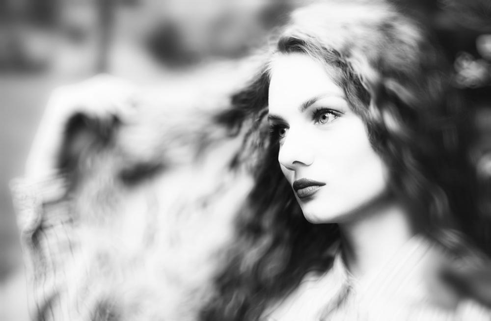 A piece of fine art art photography titled Beaty Woman by amir bajrich