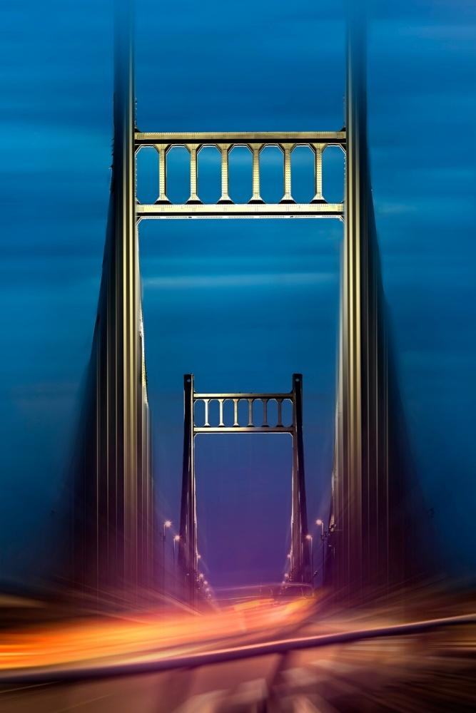 A piece of fine art art photography titled Dynamic Light by Erhard Batzdorf