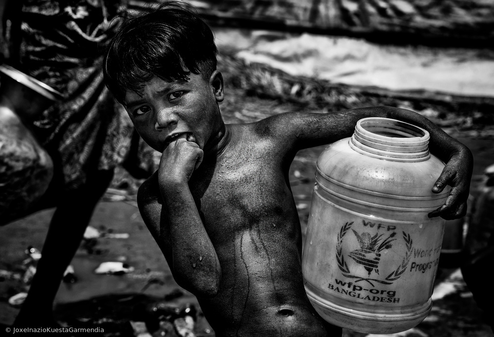 Going for water in a rohingya refugee camp - Bangladesh