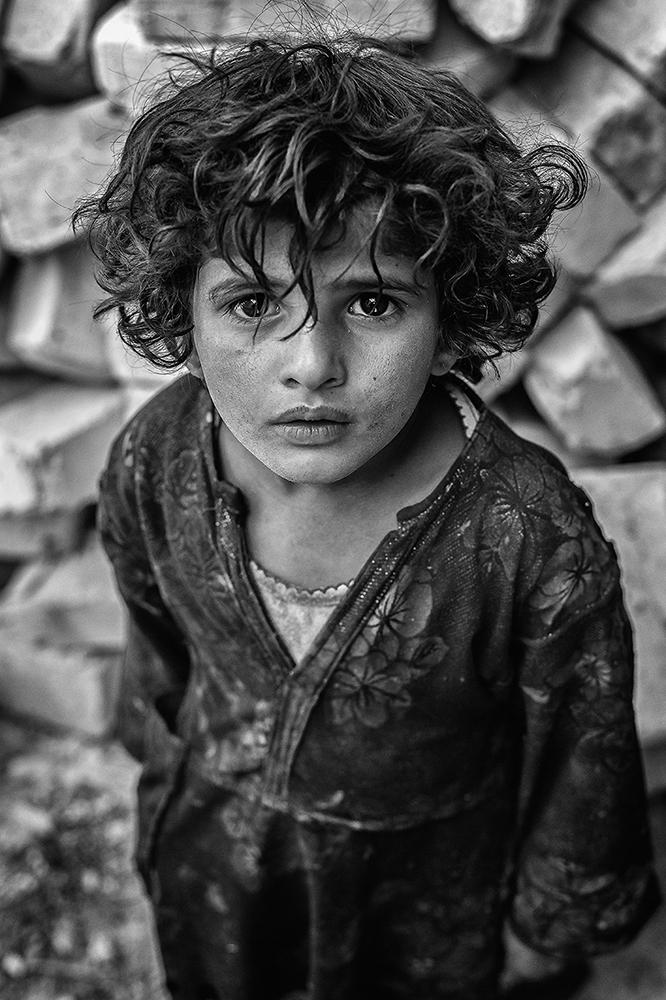 A piece of fine art art photography titled Gaze by Amir Hossein Kamali | امیرحسین کمالی
