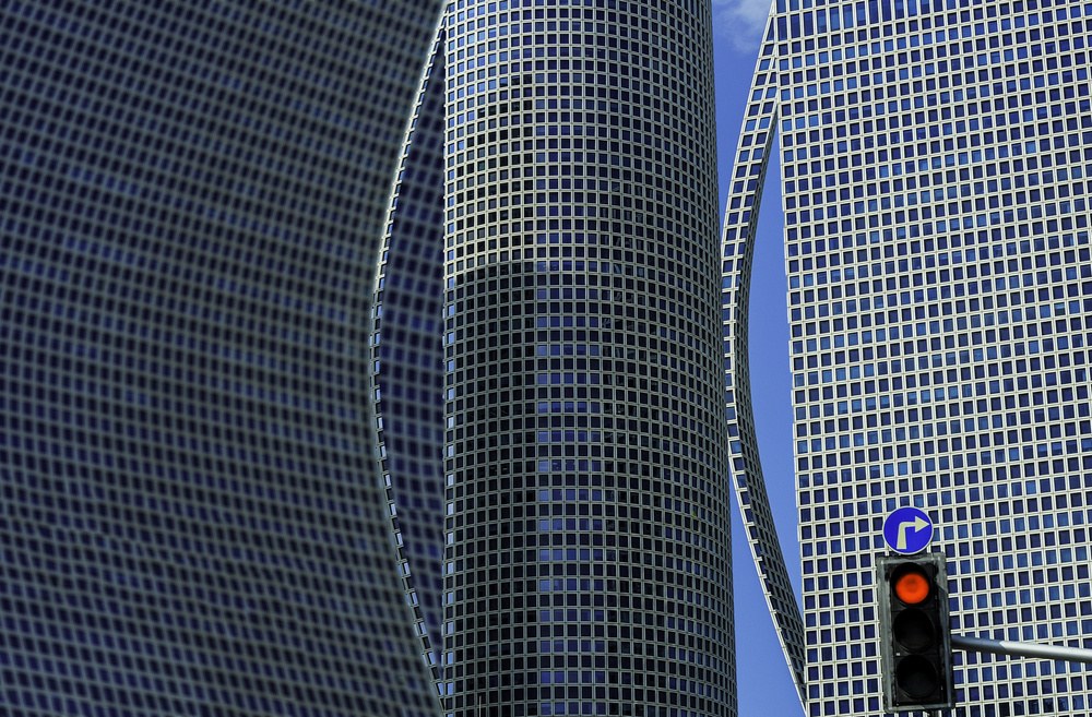 Azrieli towers Red light