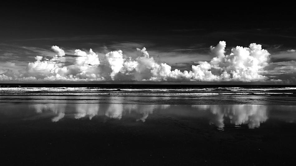 A piece of fine art art photography titled Horizon by Daisuke