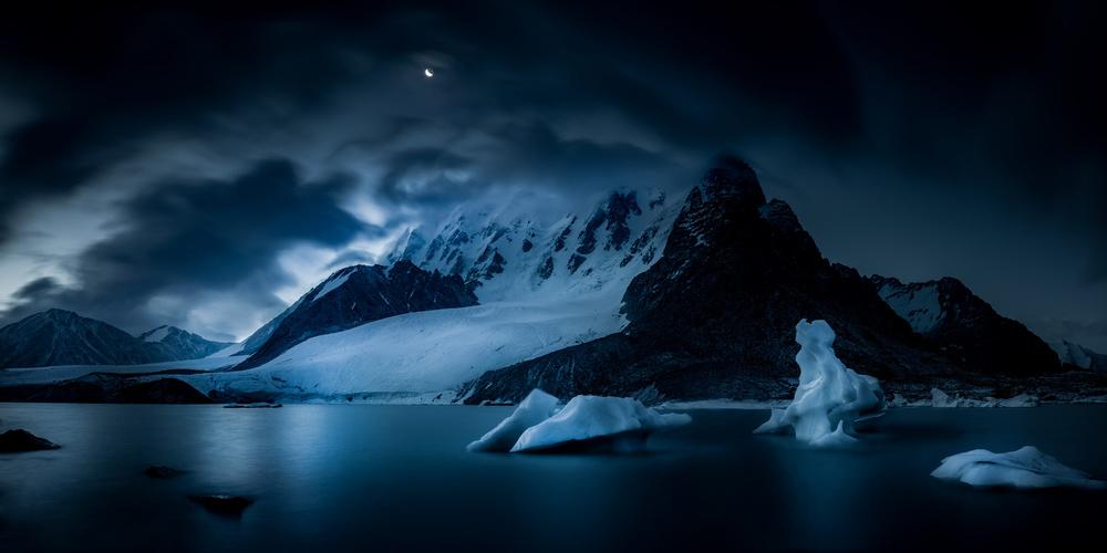 Mount Bogda 5445 《月色天湖》
