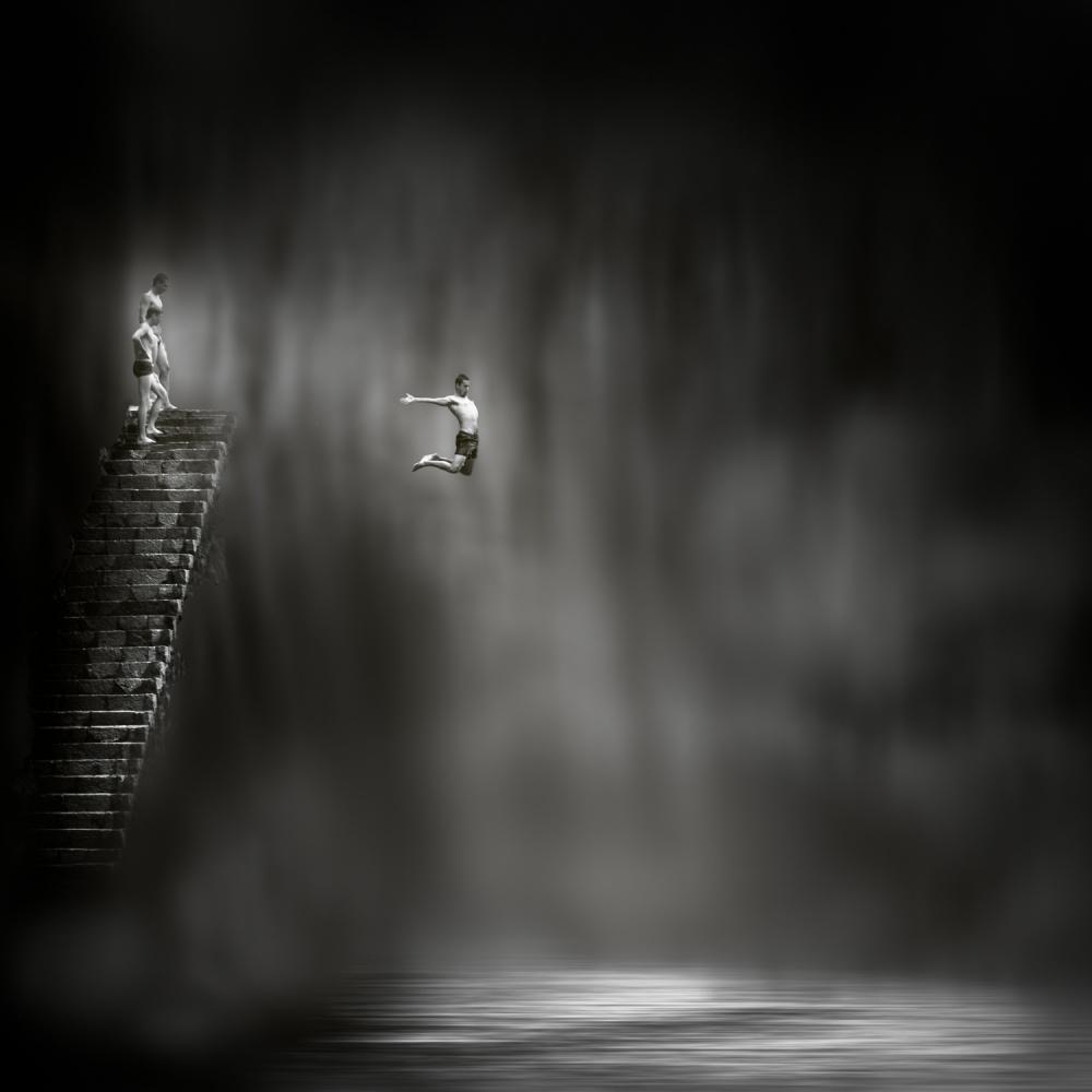 A piece of fine art art photography titled Gran Salto by José Antonio Sánchez