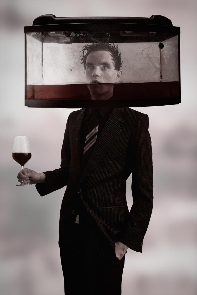 A piece of fine art art photography titled Plonk by Hannes Brecher