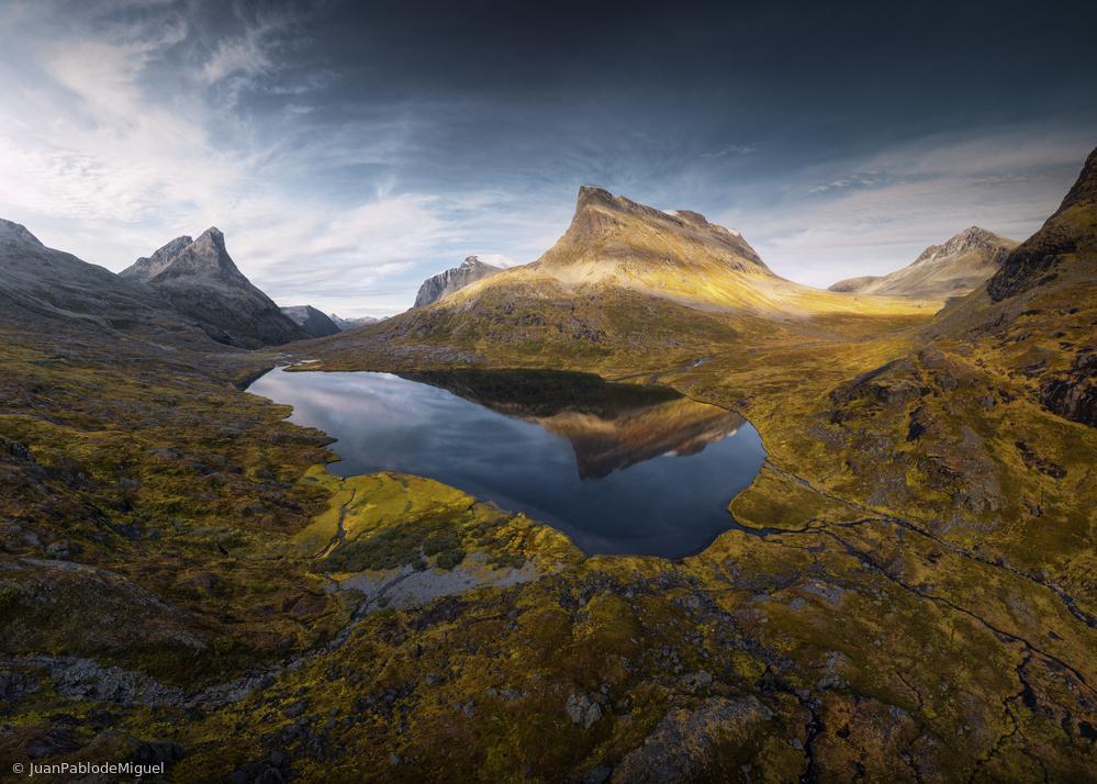 Una montaña dibujada.