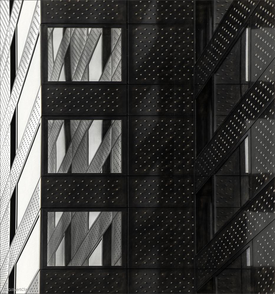 dots wall