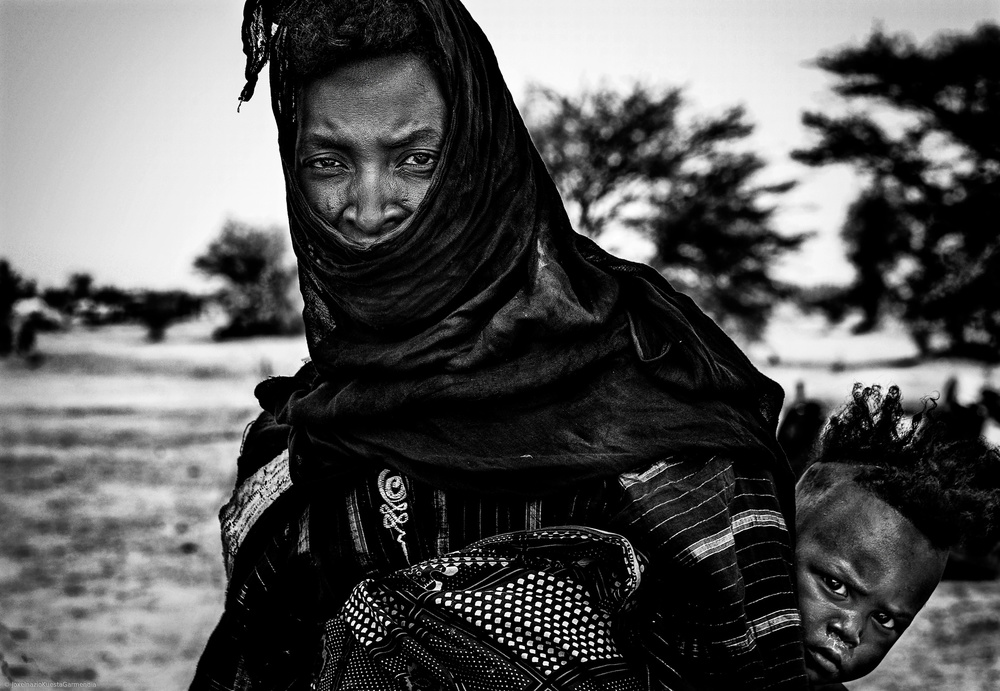 Mother and her child in the gerewol festival - Niger