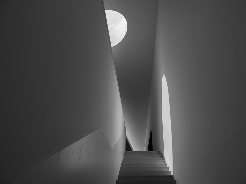 A piece of fine art art photography titled Untitled by dong hee HAN