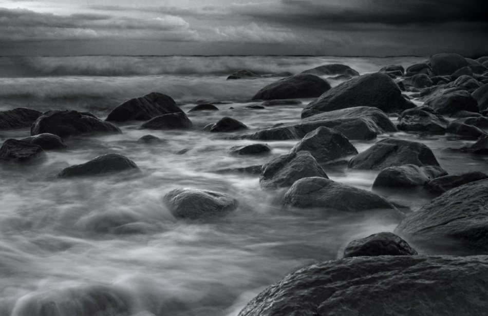 A piece of fine art art photography titled Waves by Marcus Olofsson
