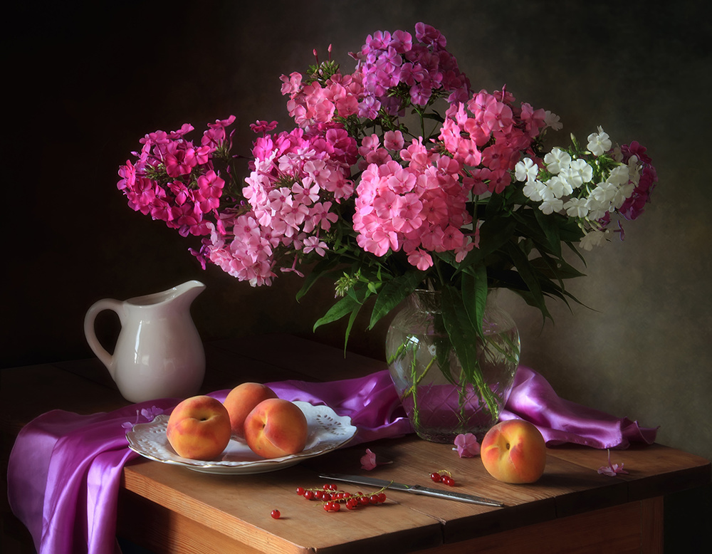 With a bouquet of phlox and peaches