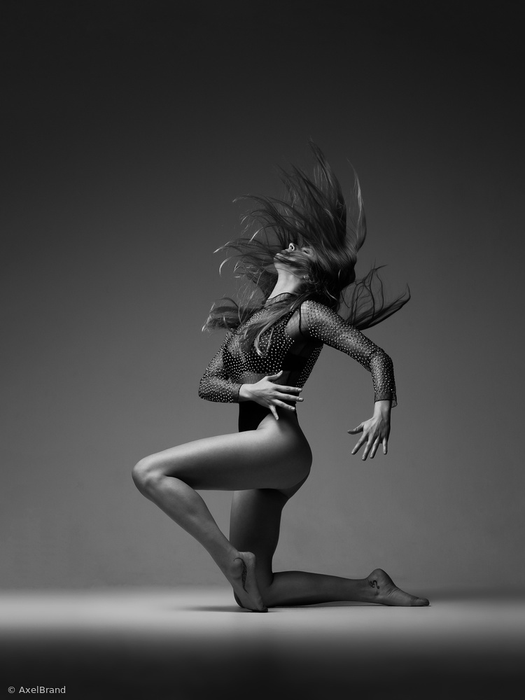 View this piece of fine art photography titled Bailar by Axel Brand