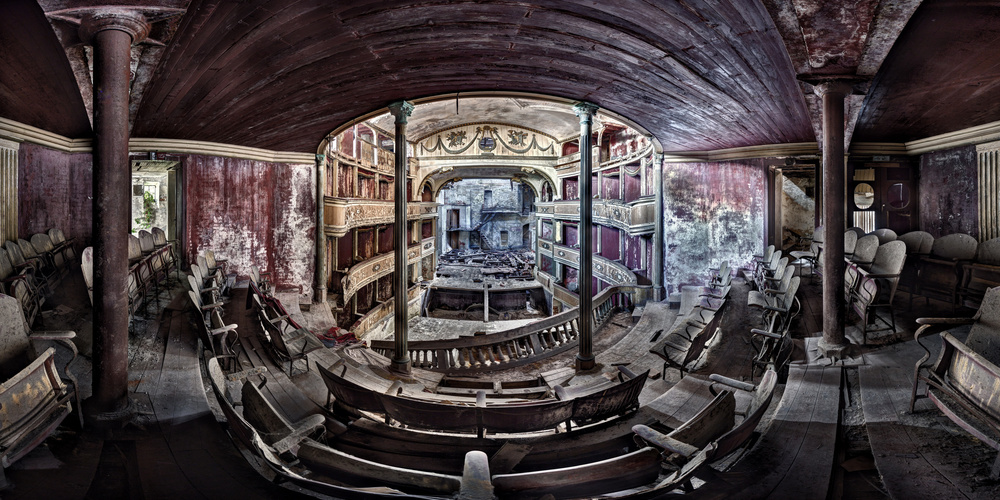 A piece of fine art art photography titled Theater M by Andreas Paehge
