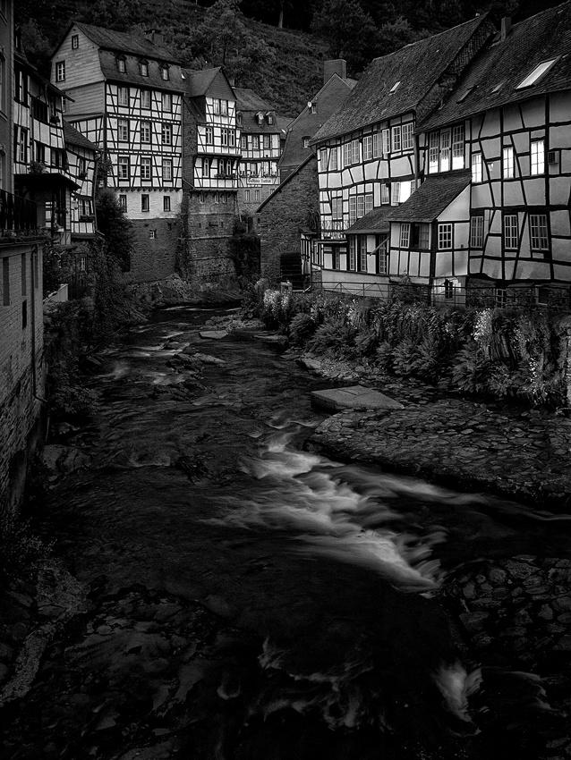 A piece of fine art art photography titled Evening Falls by Geert Deleu