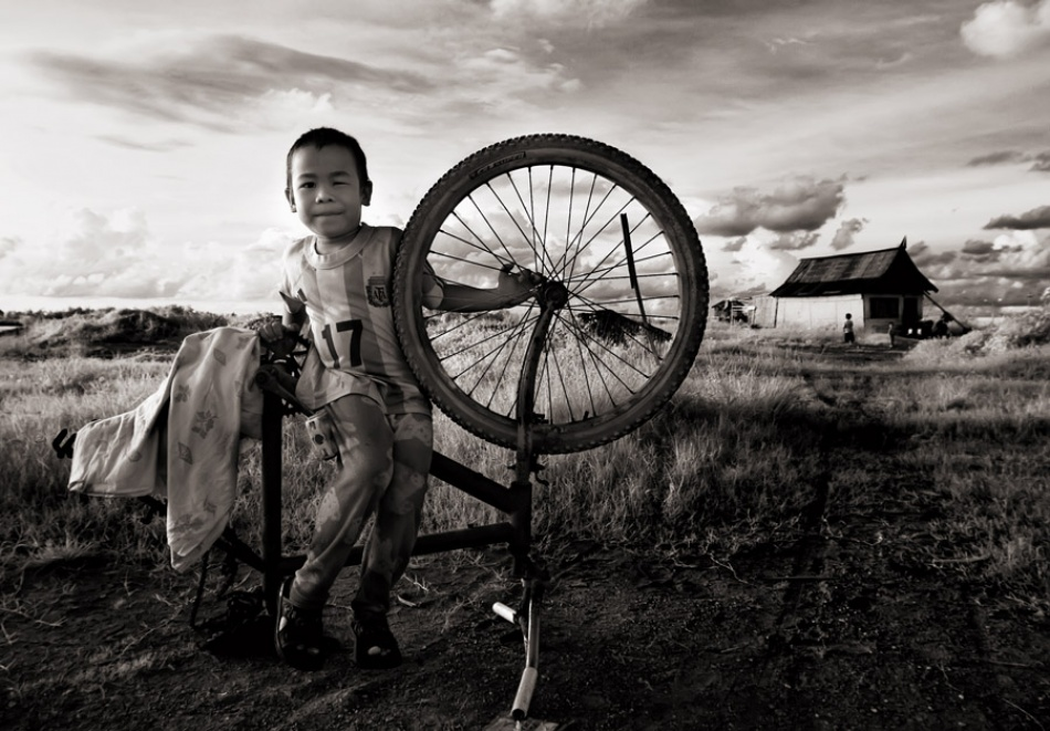 A piece of fine art art photography titled Untitled by Thaib Chaidar
