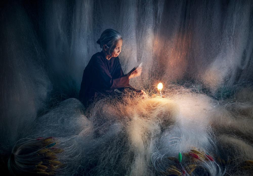 Knitting fish nets