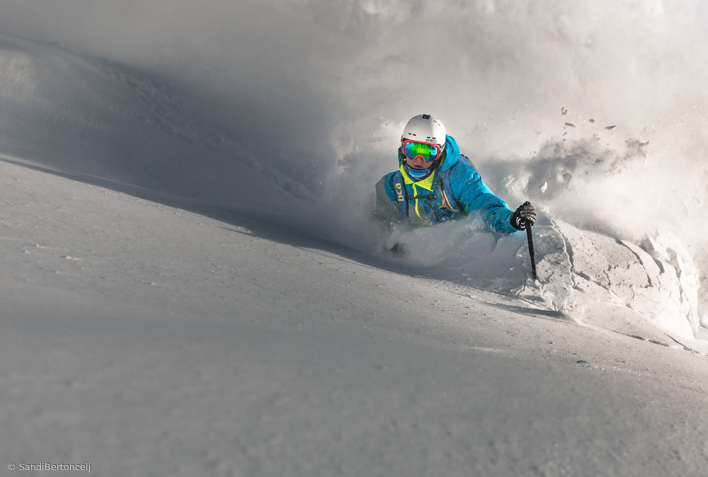 Powder earthquake
