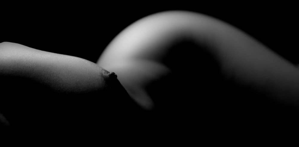 A piece of fine art art photography titled Body Curve No1 by Puttipong S