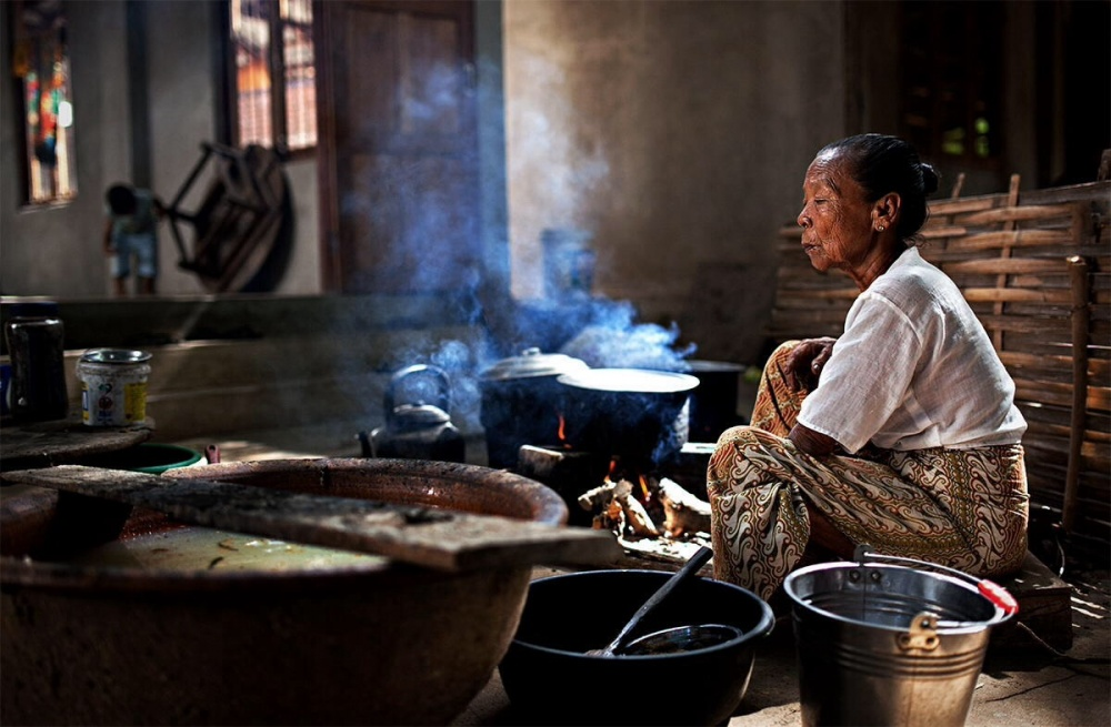 A piece of fine art art photography titled Cooking In the Street by Alessandro Bergamini