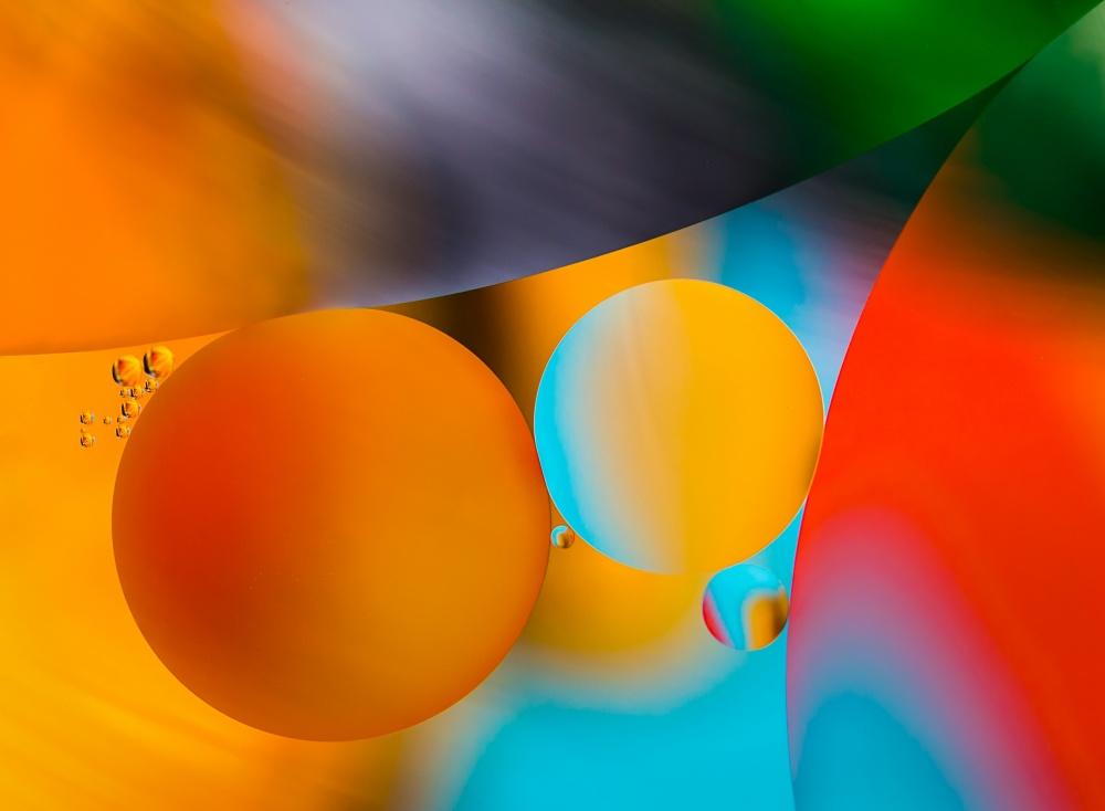 A piece of fine art art photography titled Drops 2 by Ute Scherhag