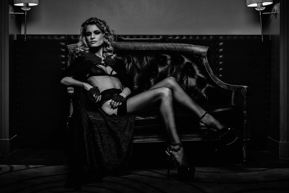 A piece of fine art art photography titled Alexia En Noir by mike kreiten