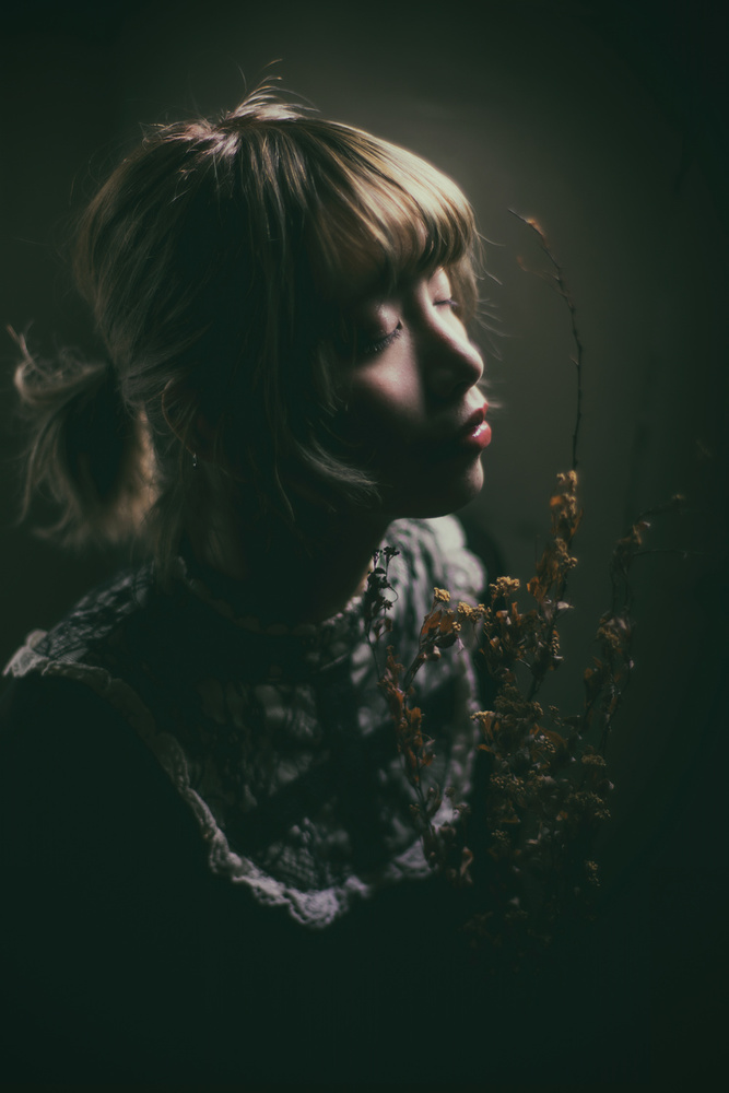 A piece of fine art art photography titled Face Soft Light by Masatoshi Washimi