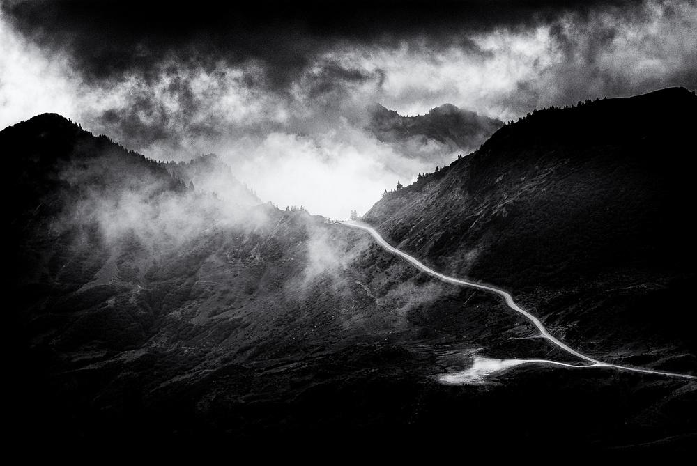 A piece of fine art art photography titled Pass by Jürgen Hartlieb
