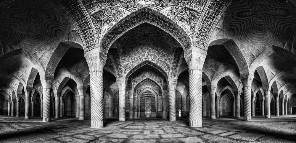 Vakil mosque panorama (BW version)