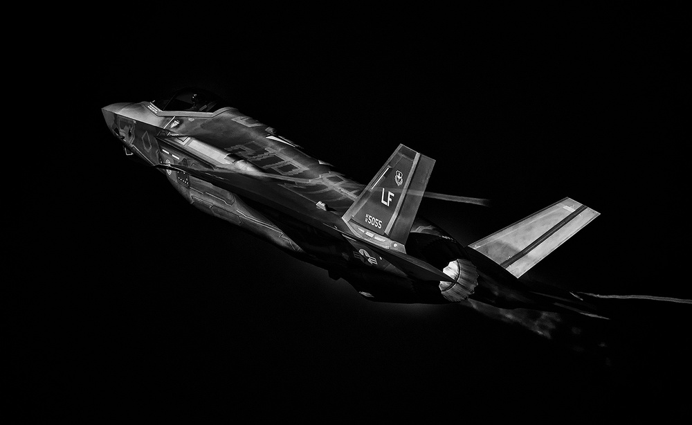 A piece of fine art art photography titled F-35 by Henry Zhao