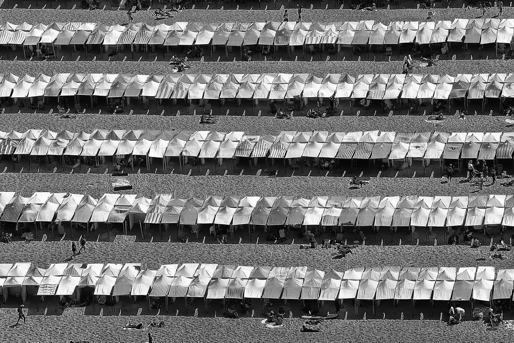 A piece of fine art art photography titled Summer Lines by Victor Guimarães