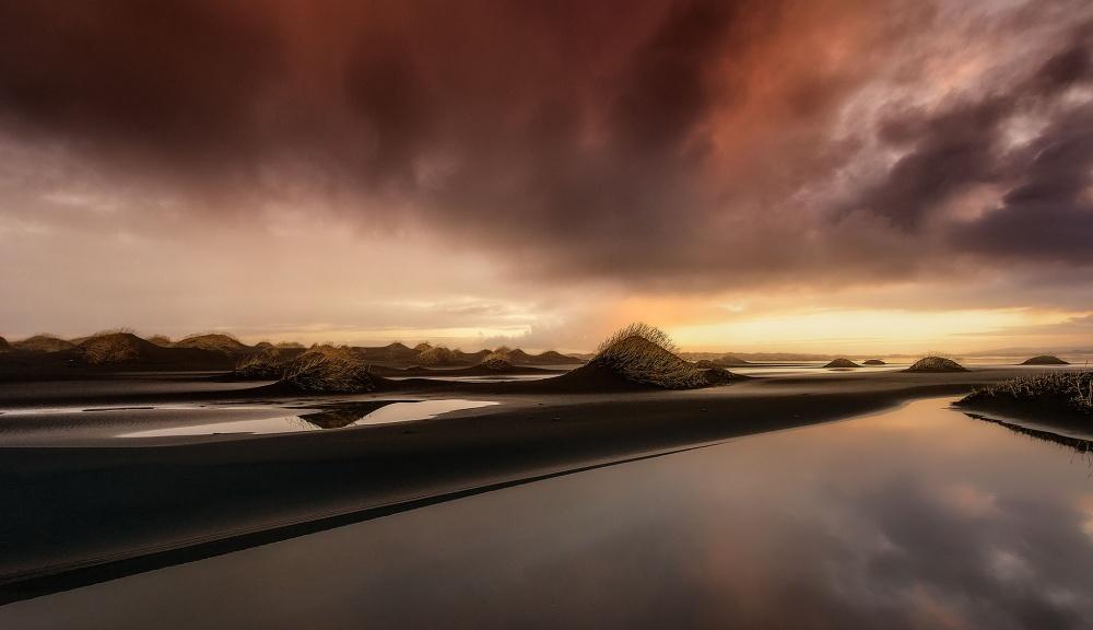 A piece of fine art art photography titled Icelandic Sunset by Javier de la Torre