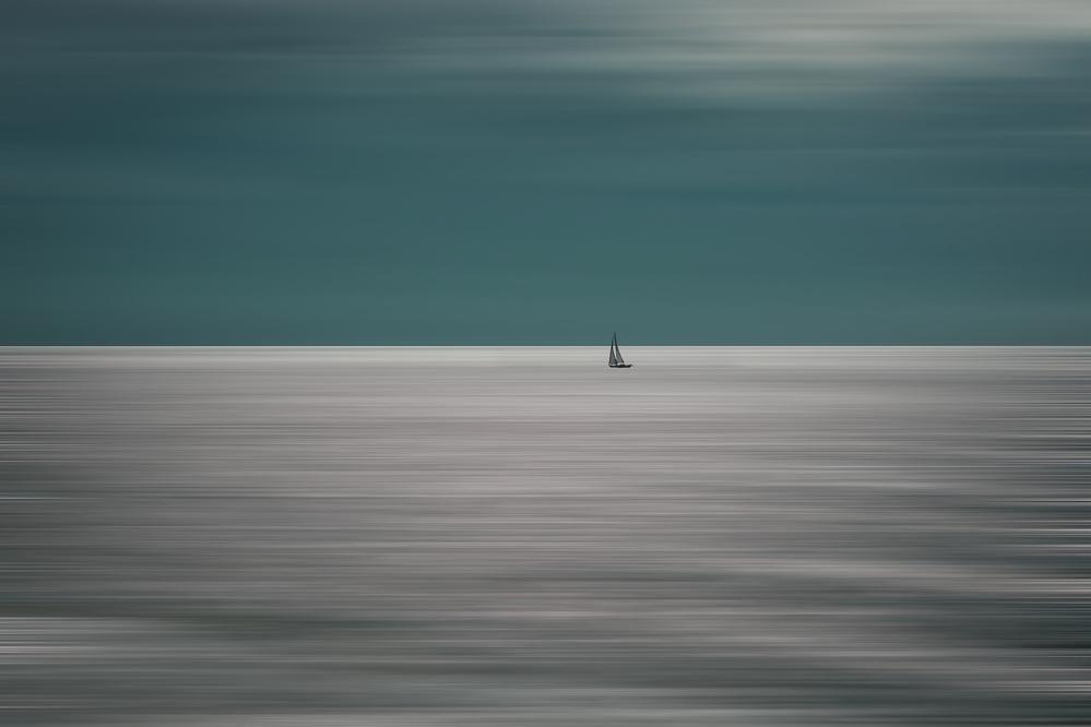 A piece of fine art art photography titled Going for the Horizon by Bernardine de Laat