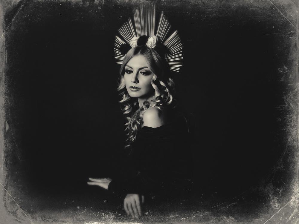 A piece of fine art art photography titled The Queen by alexandra fira