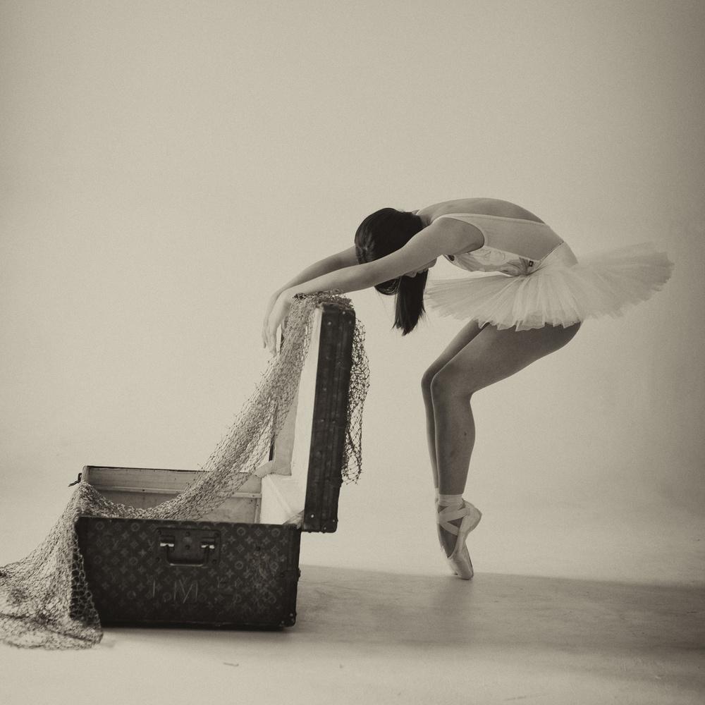 A piece of fine art art photography titled Dancer & Box-4 by Rob Li
