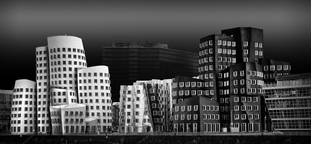 A piece of fine art art photography titled Medienhafen Düsseldorf by Wolfgang Mothes